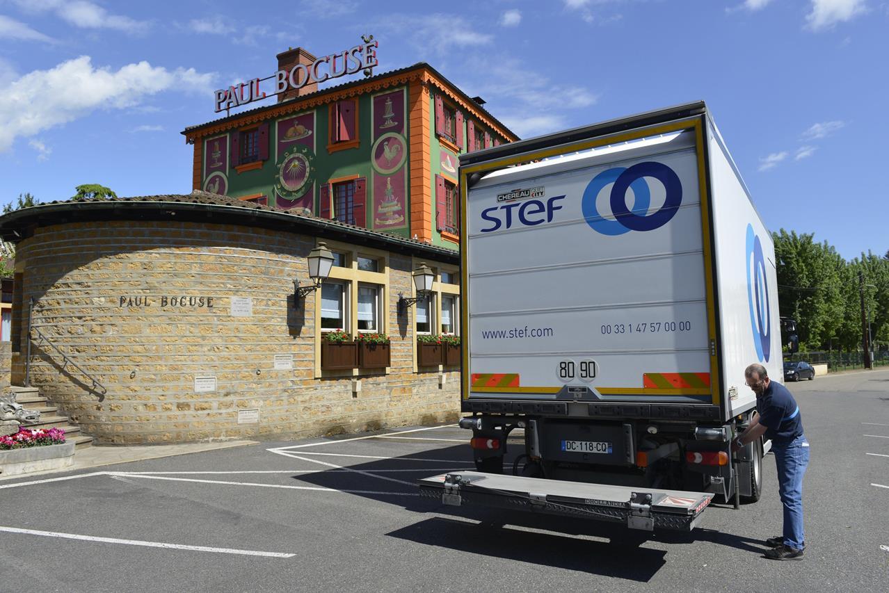 Paul Bocuse affida a STEF la consegna delle proprie specialità gastronomiche per Expo 2015 - image 000080-000000072 on http://mezzipesanti.motori.net
