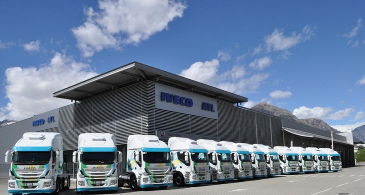 """Iveco Stralis NP eletto """"Project of the Year"""" 2017 - image 003226-000030276 on http://mezzipesanti.motori.net"""