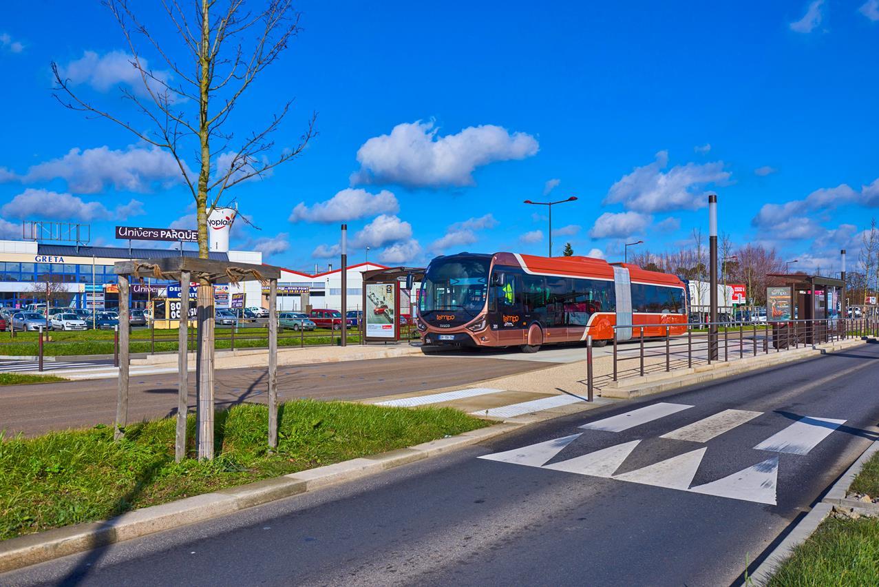 A Como arriva il primo autobus ibrido Scania - image 003262-000030301 on http://mezzipesanti.motori.net