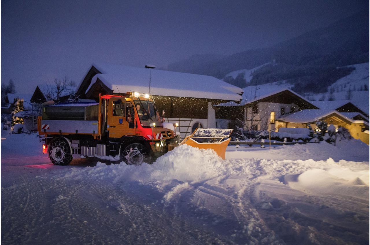 Unimog sgombero neve a temperature artiche - image 003378-000030423 on http://mezzipesanti.motori.net