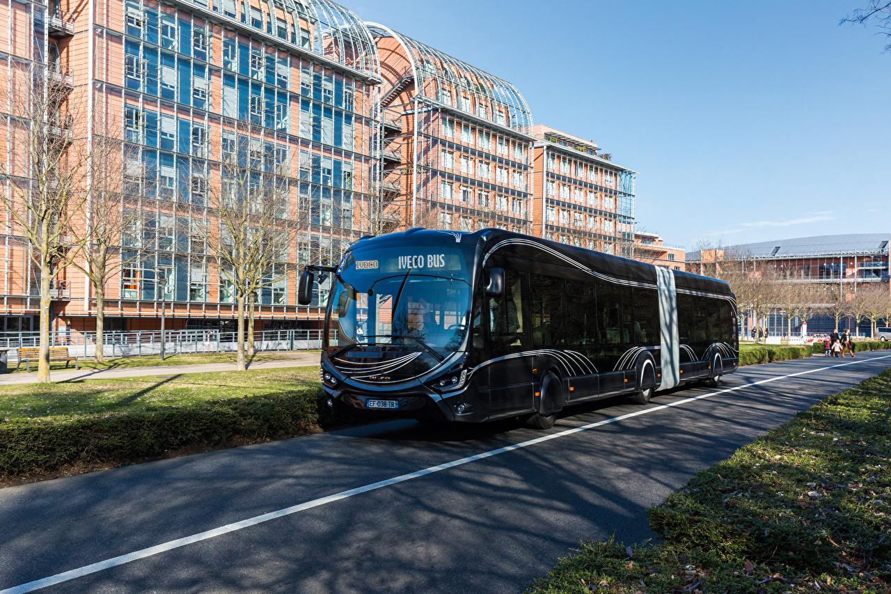 Una nuova generazione filobus Iveco dalla collaborazione con Skoda Electric - image IVECO_Bus_2015-17_Iveco_Crealis_18_Black_535744_1280x853 on http://mezzipesanti.motori.net