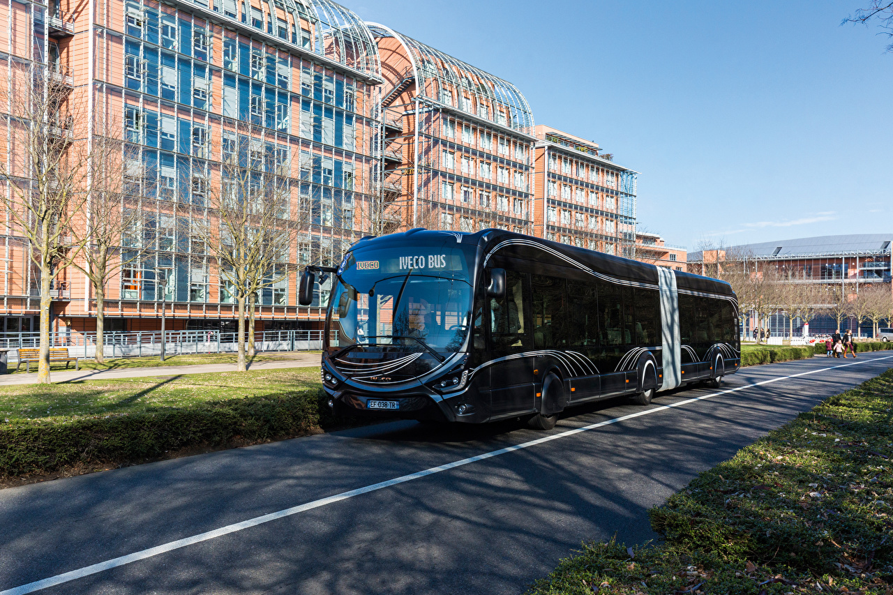 Scania introduce i nuovi motori da 7 litri - image IVECO_Bus_2015-17_Iveco_Crealis_18_Black_535744_1280x853 on http://mezzipesanti.motori.net